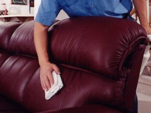 диван из экокожи вытирают тряпочкой