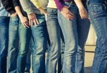 джинсовая ткань ноги в джинсах