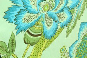яркая ткань с голубыми цветами