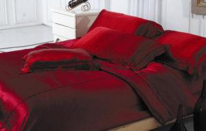 красное постельное белье