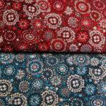 синяя и красная ткани с рисунком