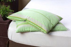 две зеленые подушки