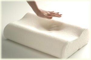 синтетическая подушка хорошо держит форму