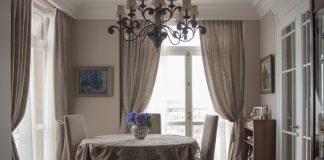 гостиная со шторами из льна