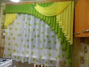 зеленые шторы на кухне