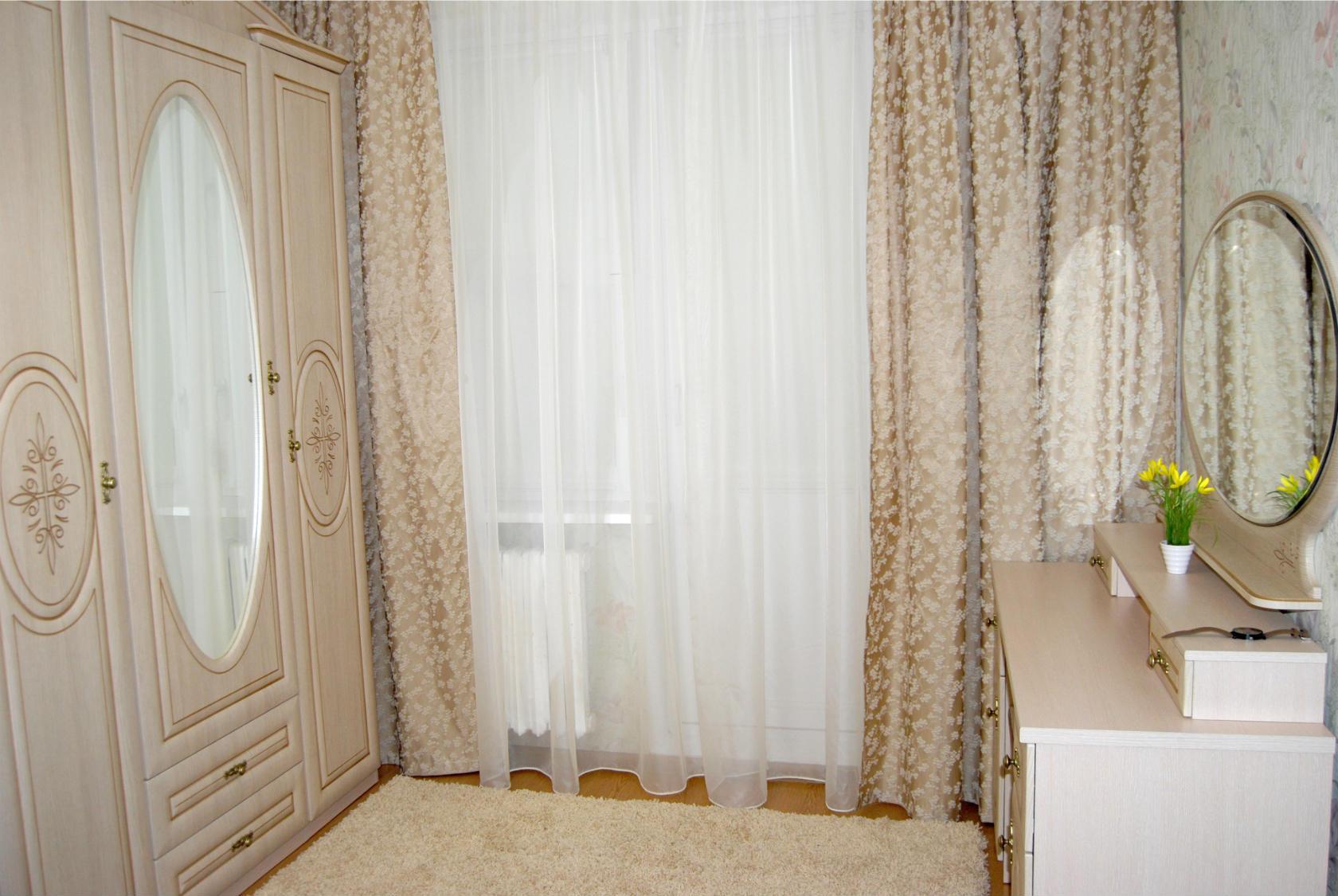 спальня на два окна