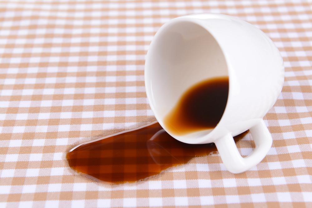 Как отстирать кофе на разных тканях: свежие пятна, застарелые
