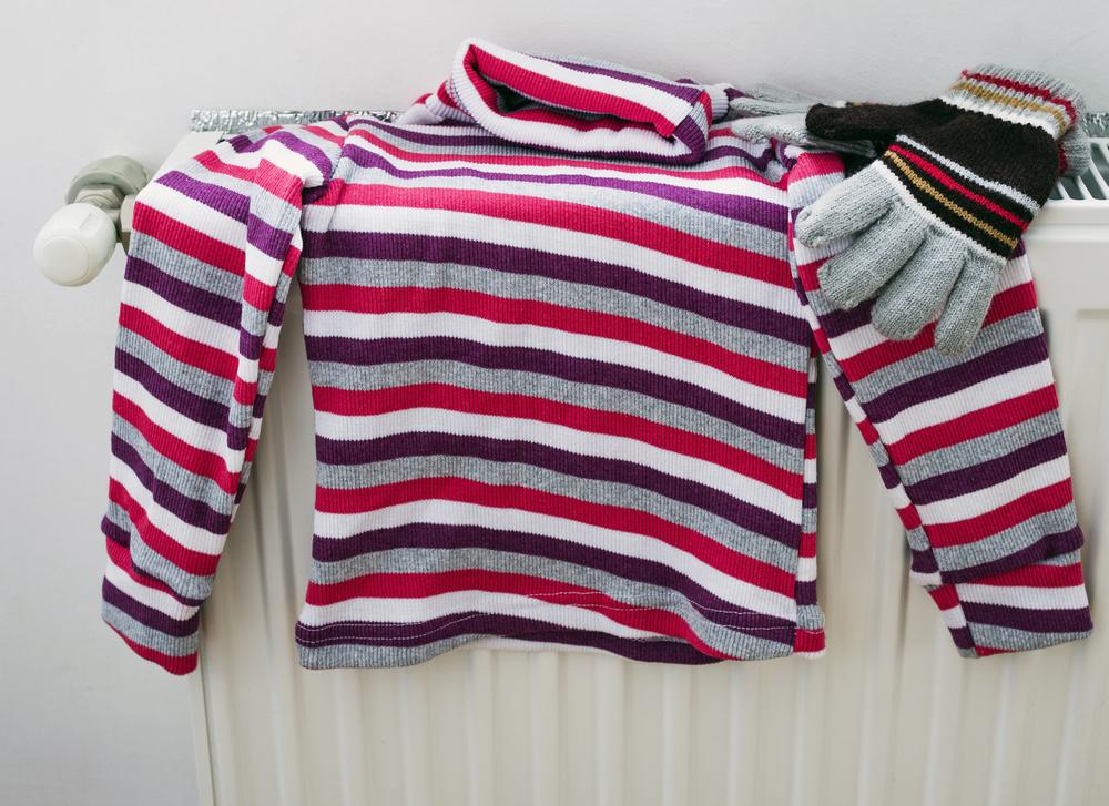 Как растянуть свитер, который сел после стирки: как вернуть прежний размер севшей шерстяной вещи, что делать, чтобы предотвратить усадку изделия?