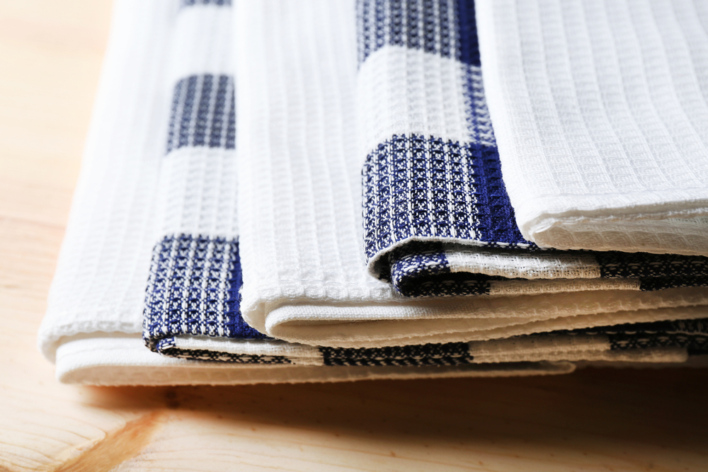белое вафельное полотенце
